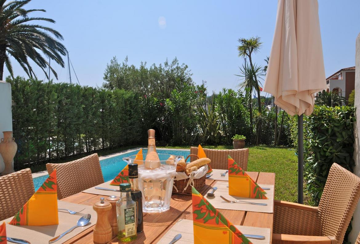 3 bedroom Port Grimaud Villa with Private Pool and Mooring (PTGR121STT)