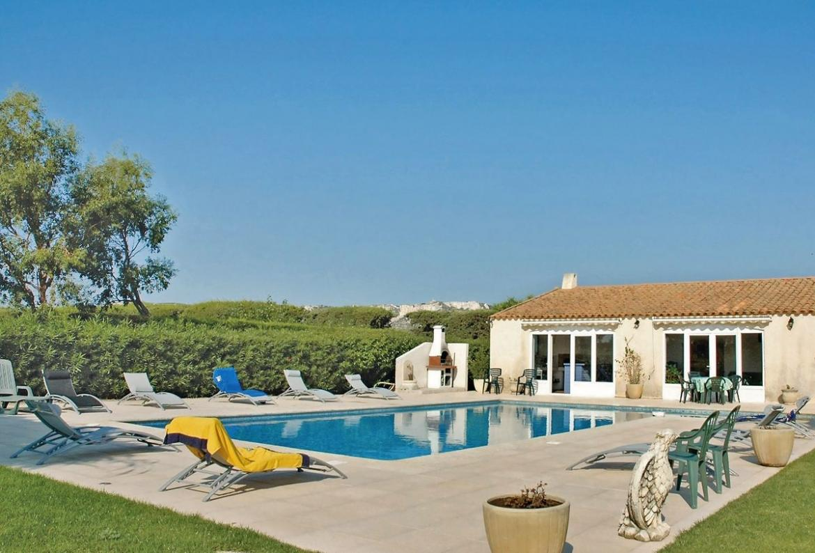 Beautiful 4 Bedroom Holiday Home To Comfortably Sleep Up To 10 Near  Salon De Provence, Provence, Ideal For A Family Holiday, This Self Catering  Home Offers ...