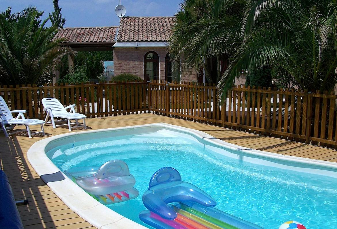 3 Bedroom Holiday Rental Villa With Pool In Sauvian