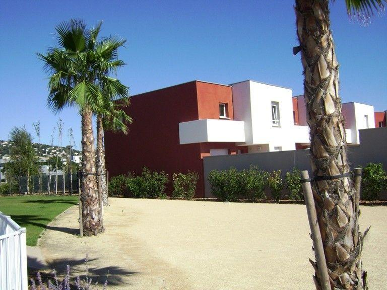 Luxury Villa with 3 bedrooms, shared heated pool and by beach . (SETE107)