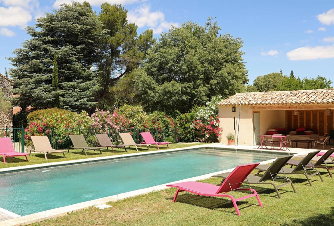 Stunning Villa with Pool in St Remy de Provence. Sleeps 13 in 6 bedrooms. (SRDP120EE)
