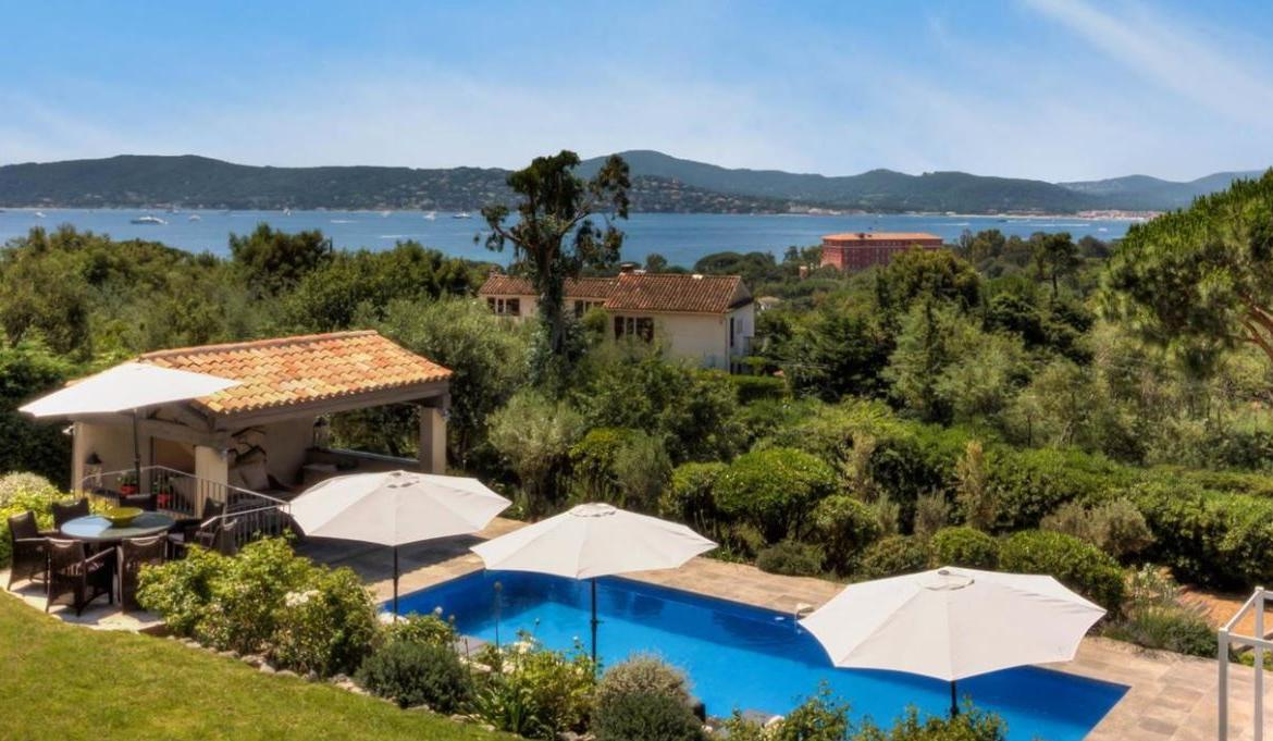 4 bedroom luxury villa with stunning sea views in Ste Maxime (STMX137PV)