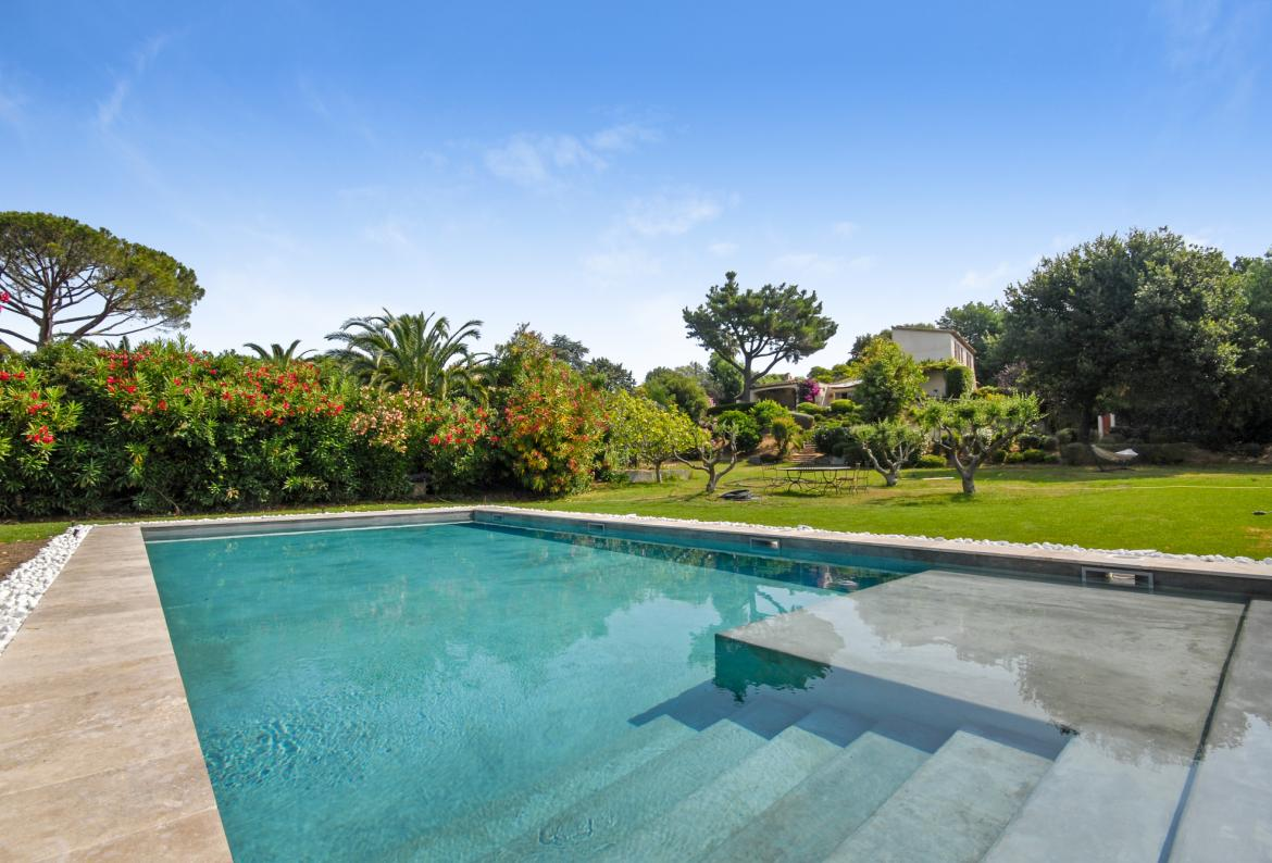 St Tropez Exclusive Villa With Pool   Set In A Quiet Residential Area Of St  Tropez, About 15 Minutesu0027 Walk To The Centre, Town Beach And Tennis Courts.