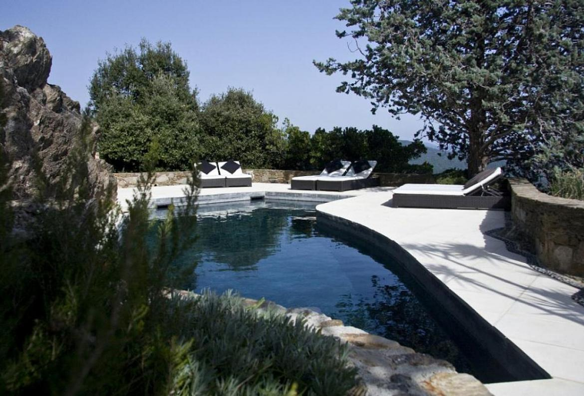 STPZ127 - Luxury hilltop villa overlooking Gulf of St. Tropez with marvelous private pool, sleeps 10