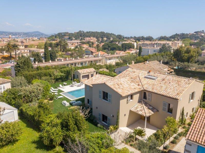 Large, New-Build Villa 600m from Place des Lices. 5 bedrooms (STPZ154HR)