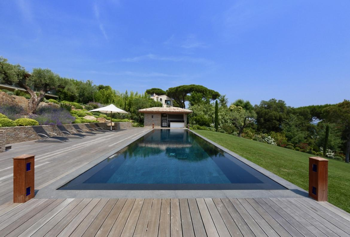 Very high standard villa with a 17 metre pool. 8 bedrooms (STPZ174HR)