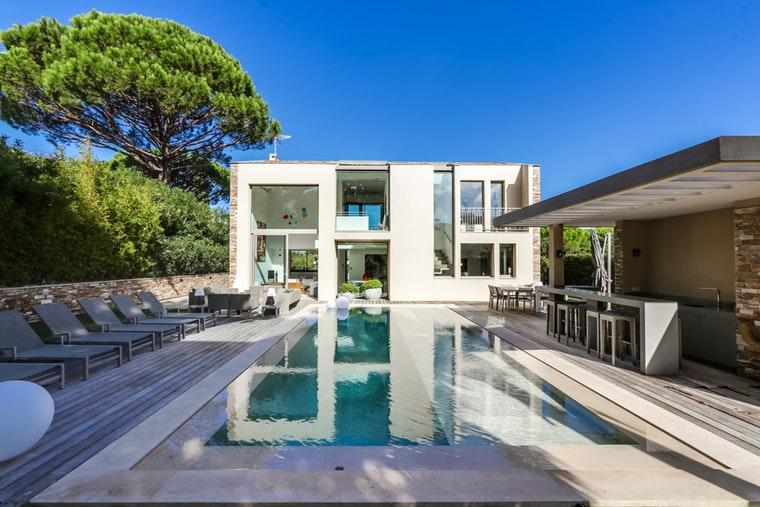Villa close to Centre of St Tropez with Pool. Sleeps up to 10 (STPZ180PS)