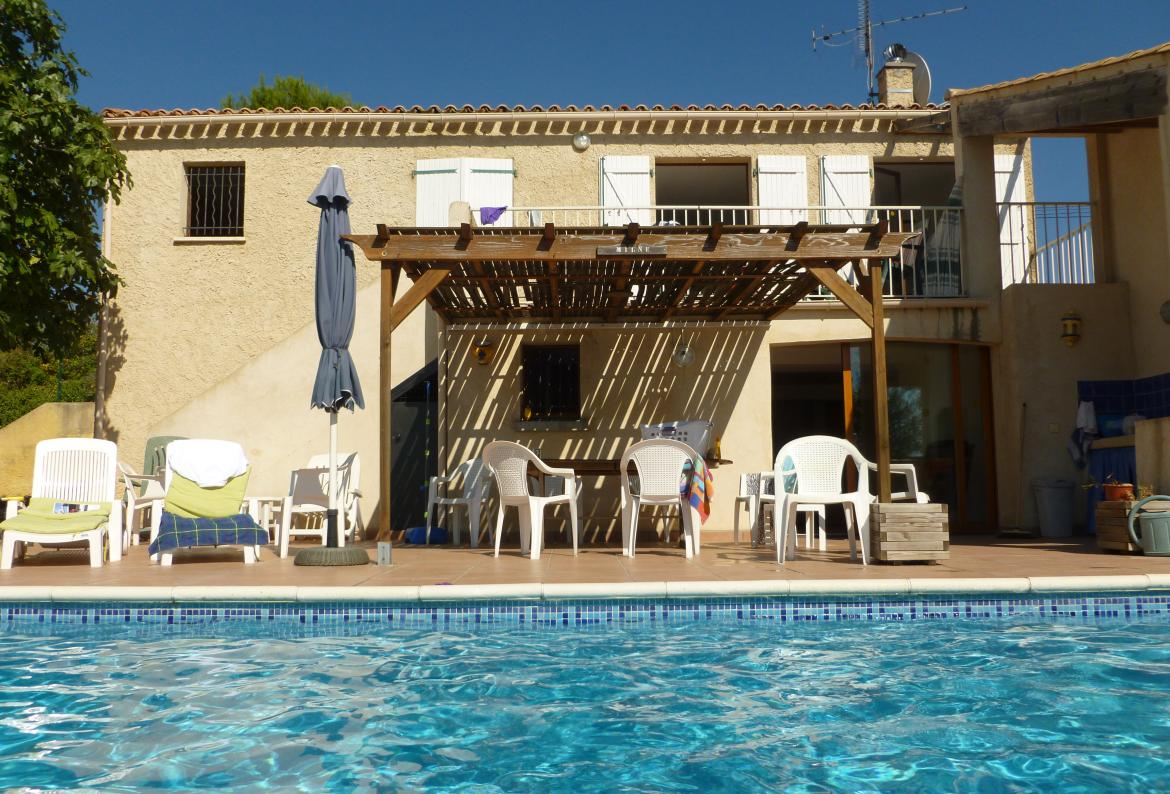 Beautiful detached villa with private pool in Thézan near Béziers. Sleeps up to 11, 4 bedrooms. (THEZ102)