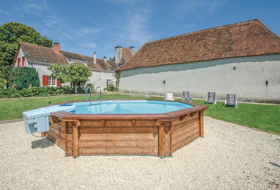 3 bedroom holiday home to sleep 6 near thiviers dordogne and lot (THIVFAD279)