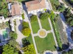 Magnificent Property near Aix-en-Provence with tennis court. 11 Bedrooms, sleeps 22 (AIX126OL)