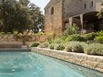 Beautiful 4 bedroom former bergerie located in Beaumes de Venise, boasting a heated pool and beautiful grounds. Sleeps 9. (BDV101EE)