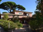 Seven bed villa in Beauvallon with panoramic sea views and a 17m swimming pool. (BEAU102D)