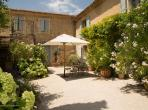 Characterful 3 bedroom holiday villa with private pool near Bonnieux (BONN109EE)