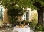Restored Provencal farmhouse with large heated pool with magnificent views of Bonnieux. Sleeps 8. (BONN112EE)