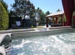 Ideal family holiday home with 3 bedrooms, a private heated pool, a jacuzzi and a large lawned garden. Sleeps 6. (CAMB101)