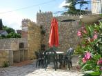 Spacious apartment with shared swimming pool. Sleeps 6. (CANA101)