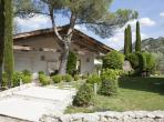 Beautiful villa hidden in its own paradise on the edge of the Alpilles, walking distance to town, 5 bedrooms, air conditioning, heated pool. Sleeps 12 (EYGA116EE)