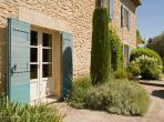 Beautiful hideaway cottage near Gordes, with private pool and 3 bedrooms to sleep 6 (GORD110EE)