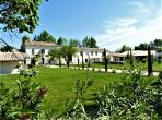 Renovated Farmhouse with Gorgeous Pool near Isle-sur-la-Sorgue, Provence. 9 bedrooms, sleeps 20. (ISLS105YF)