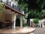 House with large garden and terrace with swimming pool. Sleeps 14. (LAUR104)