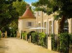 Luxury villa with 3 bedrooms, 3 bathrooms and a private pool located on the grounds of a Chateau. Sleeps 6. (LESCA109)