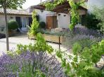 Charming 3 bedroom holiday home with private pool near Lourmarin, sleeps 6 (LOUR108EE)