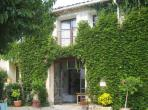Apartment on wine-producing domaine with shared pool. 3 bedrooms, sleeps 4-6 (MEZ101AJ)