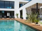 Superb luxury villa with fully equipped air conditioning and large pool situated on the coastal village of Pérols. Sleeps 8. (MONT155GN)