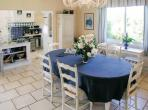 Beautiful Country Cottage with Indoor-Outdoor Pool. 3 bedrooms, sleeps 7 (PERI101B)