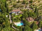 PEY104Q - Elegant hilltop villa located in a residential area of Peymeinade, boasts a private swimming pool surrounded by countryside. Sleeps 10.