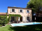 Comfortable and bright villa with a private pool located on a Golf and Country Club in Luberon, Provence. Sleeps 6-8 people. (PONT106)