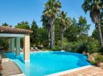 Spacious and luxurious villa in Ramatuelle, innovative pool and interior. 6 bedrooms (RAM122HR)