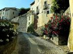 ROQU101 - Unusual house in Roquebrun. Sleeps 2