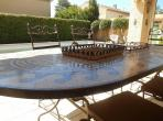 Beautifully presented house with pool and separate apartment. Sleeps 6 - 8. (SER102)