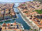 Beautiful apartment in Sete with a roof terrace, located in the heart of the town. 2 bedrooms, sleeps 4. (SETE106)