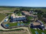 Studio Apartment in Luxury Chateau Estate. Large Shared Heated Pool. Spa and Tennis (SPDS101)