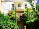 Charming apartment just minutes from beach of Sainte-Maxime. Three bedrooms, sleeps 6 (STMX132)