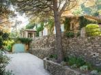 Luxury hilltop villa overlooking Gulf of St. Tropez with marvellous private pool, sleeps between 5 and 10  (STPZ127)