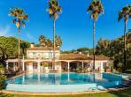 Very attractive villa, with a beautiful private pool and an access to the beach. 6 bedrooms. (STPZ178HR)