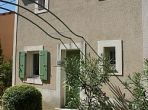 Neat Villa in Gated Domaine. Large shared pool. 2 bedrooms, sleeps 4. (UZES112)