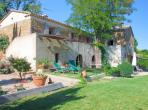 Pretty 6 bedroom holiday villa located in Uzes in the Provence, surrounded by vineyards and boasting a private swimming pool. Sleeps 8. (UZES116EE)