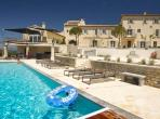 Impressive Provencal Bastide near Venasque. Sleeps 18, 10 bedrooms (VEN102EE)