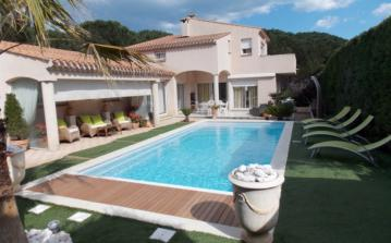 Lovely villa with pool in Cap d Agde. 4 bedrooms, sleeps 8 (AGD110)