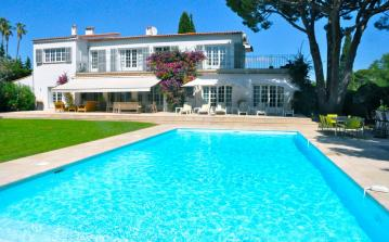 Beautiful and bright spacious villa with very large heated swimming pool, close proximity to beach and amenities, this property sleeps 14. (ANT116)