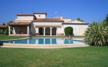 Villa between Antibes and Juan les Pins, 12 minutes to the beach.  Sleeps 8. (ANT118)