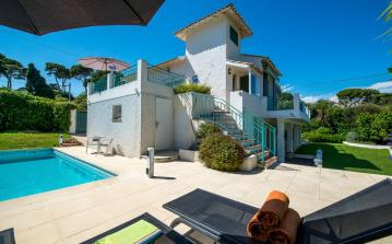 Beautiful 4-bedroom Villa with Stunning Sea Views. Sleeps 8. (ANT123)