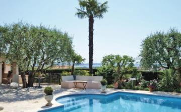 2 bedroom holiday home to sleep 4 near antibes cote dazur (ANTF06118)