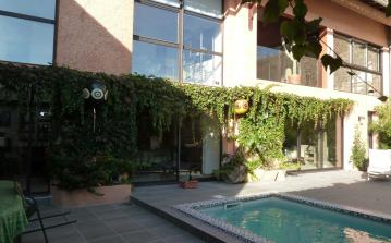 Beautiful townhouse in Aspiran with private pool, air con and 2 bedrooms, sleeps 4 people. (ASP101)