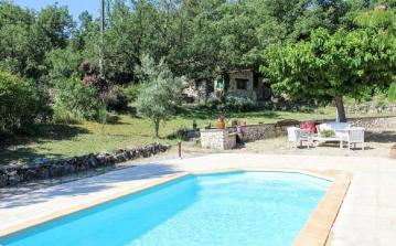 Charming family villa in Montmeyan in Provence, private swimming pool, table tennis, 4 bedrooms sleeping 8 people. (AUPS101)