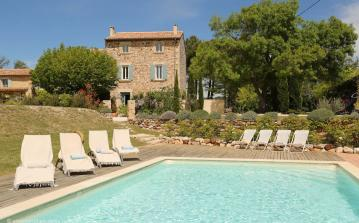 18th Century Farmhouse near Bonnieux. Private Heated Pool. 5 bedrooms, sleeps 10 (BONN105EE)